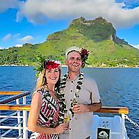 HoneyTrek | A Travel Website