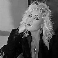 Author Lyn Gibson